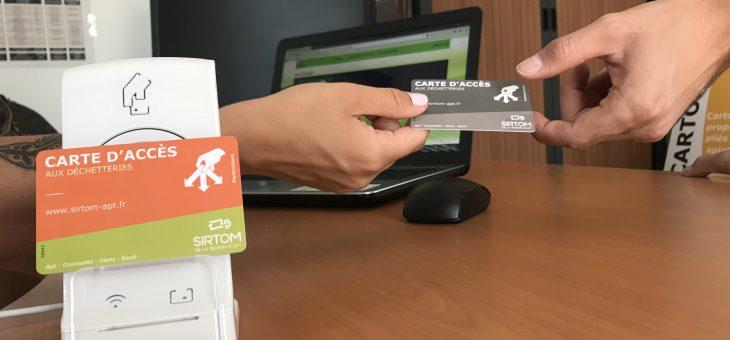Distribution de cartes d'accès à Coustellet